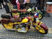 kozena brasna na motocykl