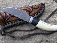 Kovaný damaškový nůž a ručně zdobená pochva na krk 001