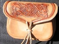 Kožená tašvice ruční výroby 03